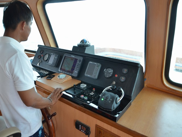 Diverace Similan Island Liveaboard Bridge