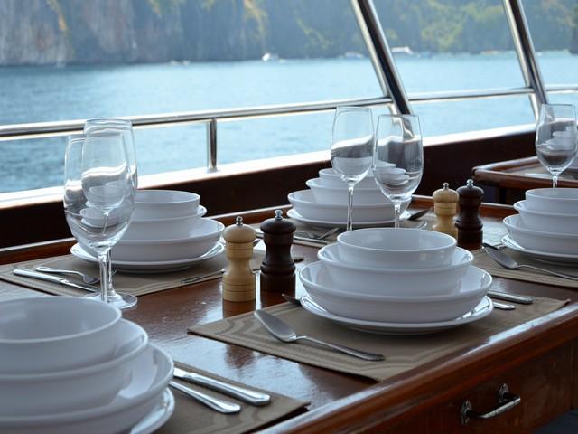 Diverace - Similan Island Liveaboard Dining Area