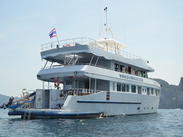 Diverace - Deluxe and twin Cabin