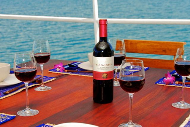Giamani Similan Island Liveaboard table set up with wine