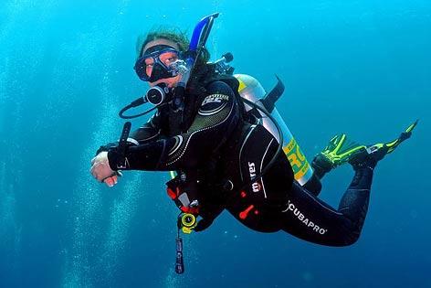 http://www.diveasia.com/images/phuket-diving.jpg
