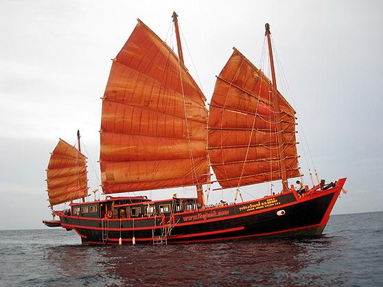 Hong Kong Junk Boat Tour